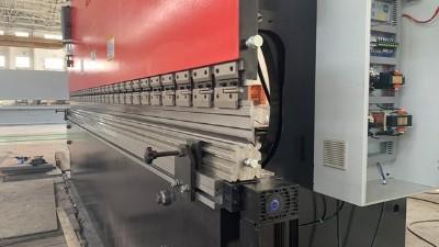 折弯机工作台的挠度补偿