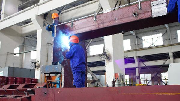 无锡金球折弯机核心卖点的之整体焊接式机架.jpg