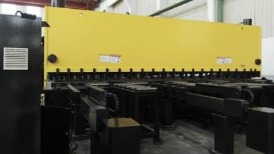 无锡金球自主研发的全自动数控剪板机系统