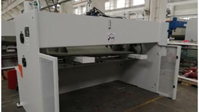 金球剪板机的安全防护装置介绍